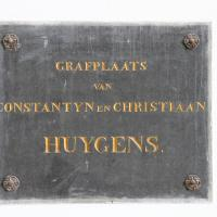 Plaque indicating grave of Huygens